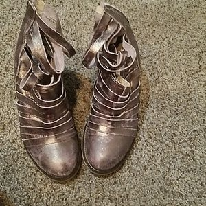 Size 39 Metallic with shades of Pink Booties